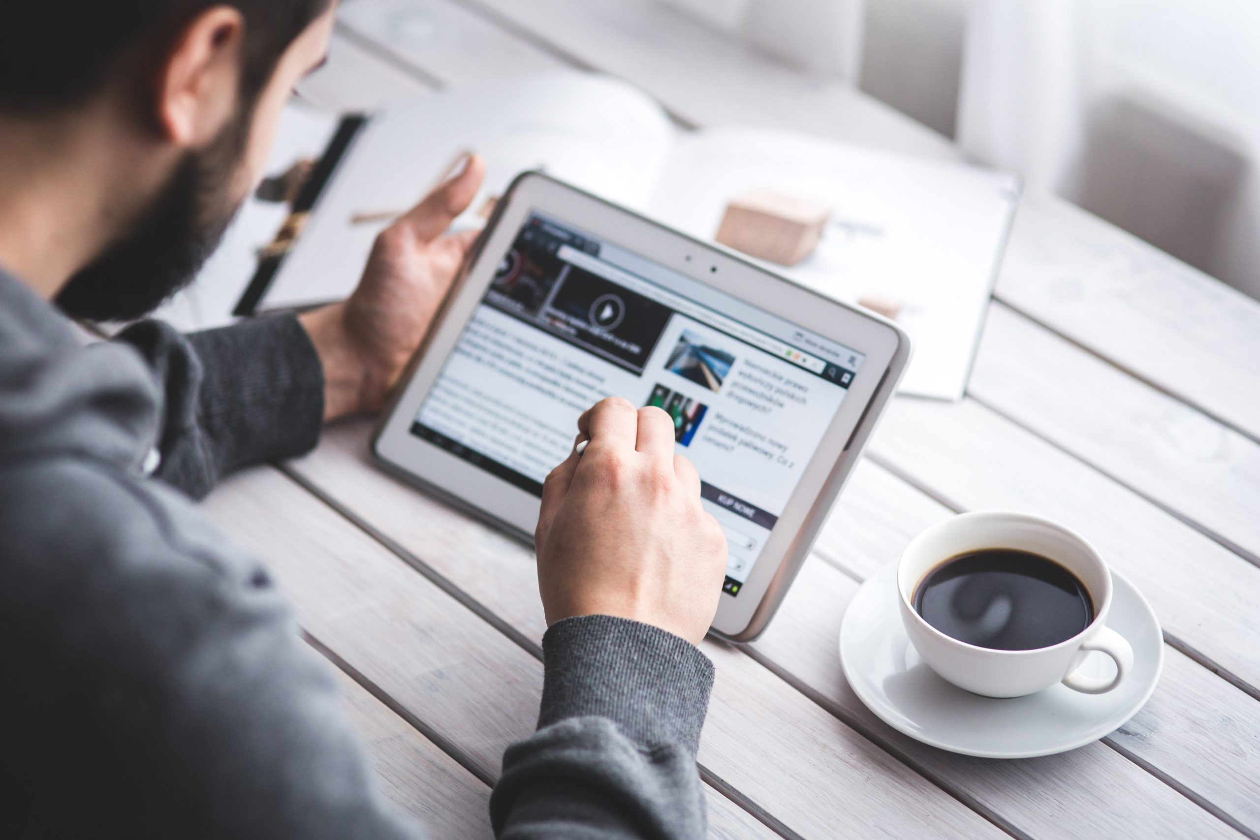 How To Write a Compelling Newsletter People Want To Read